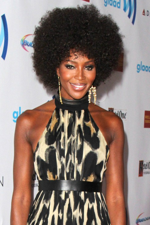 Naomi Campbell medium natural hairstyle