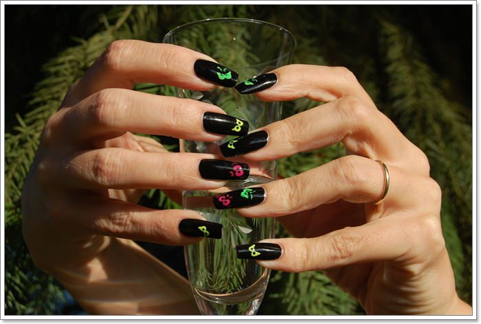 1582543783 633 105 Glitzy Halloween Nails to Rock Your Party Looks