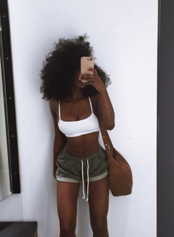 Selfie-Pose-Ideas-For-Black-Women