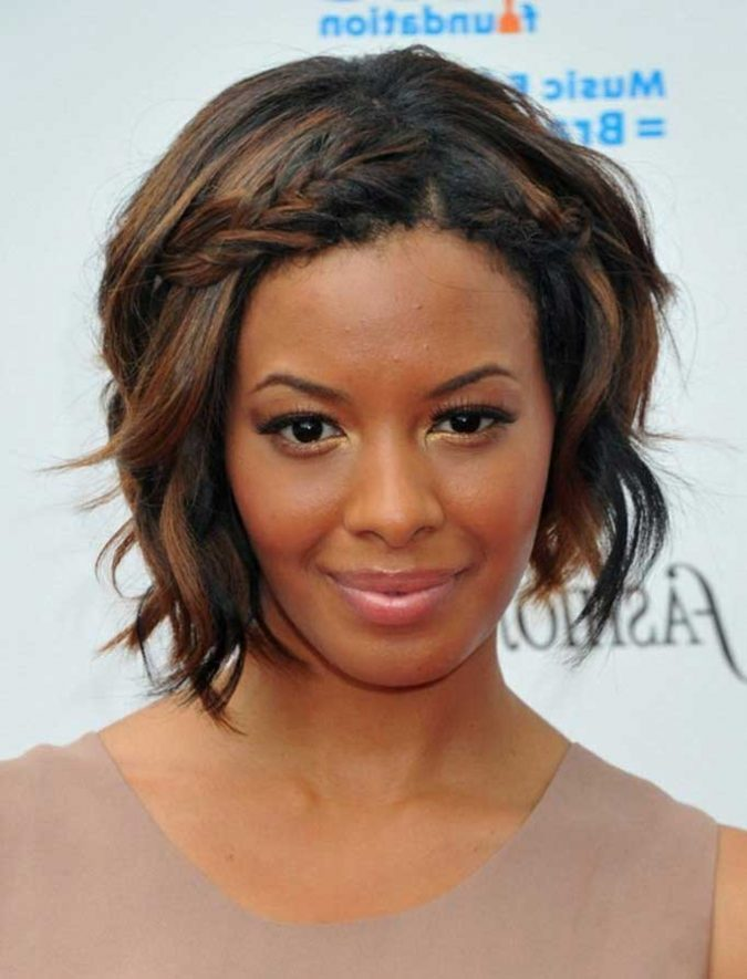 Black Bob hairstyle and Caramel highlights 2 675x885 1