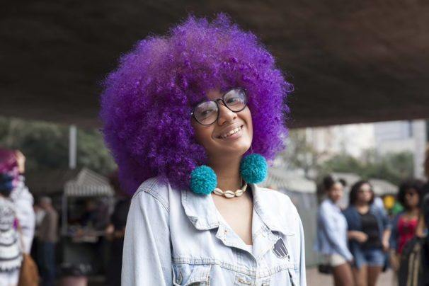 afro hairstyles purple hair 606x404 1