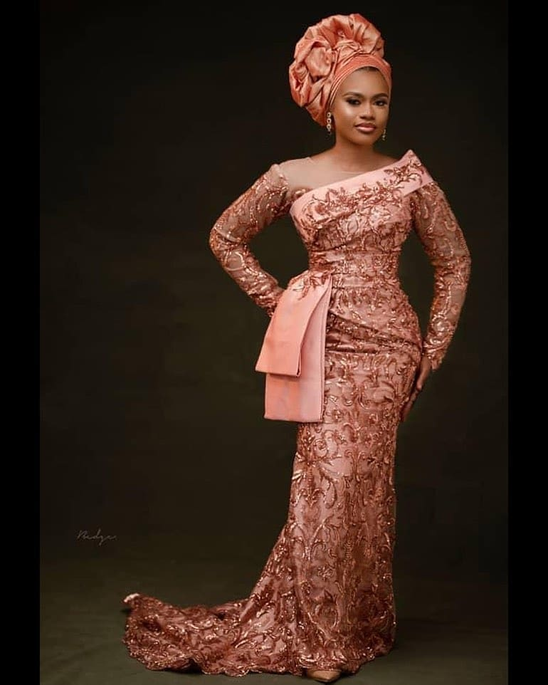 Latest Hot and Trendy Aso Ebi Collections for your next 22Owanbe22 Party0A