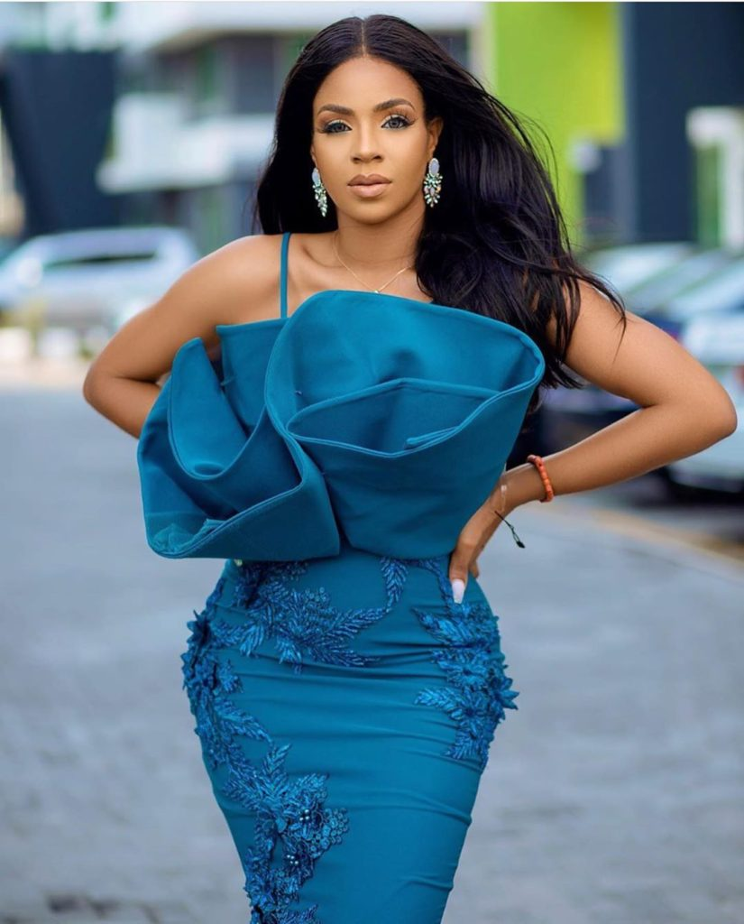 Latest Hot and Trendy Aso Ebi Collections for your next 22Owanbe22 Party0A7 825x1024 1